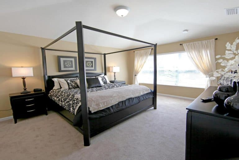Four Poster Beds Aren't Out Of Style